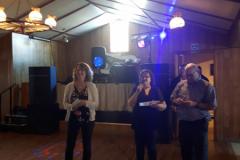 Doris Behrens gagnante du forfait à l'Auberge du Lac Taureau, remis par Manon VA2ZMB et Pierre VE2FCM